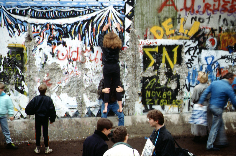When the Wall came down: Berlin 1989. Raphaël Thiémard, CC BY-SA: https://creativecommons.org/licenses/by-sa/4.0/