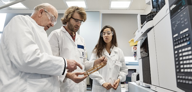 Dr David Megson, Senior Lecturer in Chemistry and Environmental Forensics, discusses the aerotoxic syndrome research with Frank Cannon, left, aviation lawyer and research funder, and Lucía Rodríguez Armesto, right